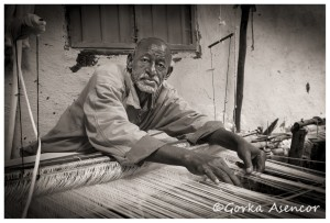FOTO AFRICA ETIOPIA HOMBRE TEJIENDO