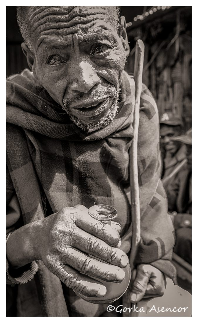 FOTO AFRICA ETIOPIA HOMBRE TEJ