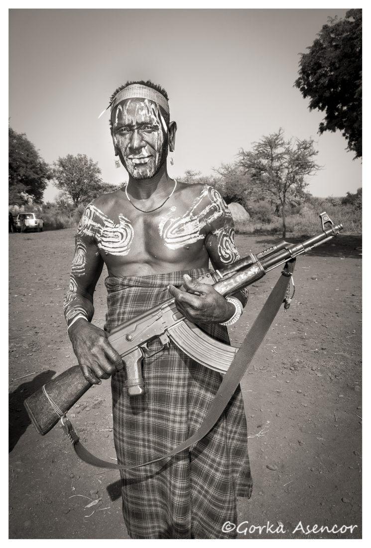 FOTO AFRICA ETIOPIA MURSI FUSIL