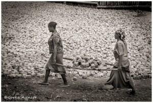 FOTO AFRICA ETIOPIA CHICAS TRABAJANDO
