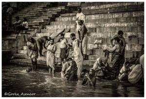 INDIA GANGES ABLUCIONES VARANASI