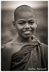 BIRMANIA MYANMAR NIÑO MONJE BUDISTA